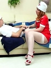 Voluptuous mature nurse getting to facesitting before wild fucking on sofa