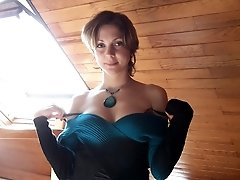 short haired babe posing naked