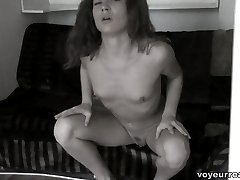 Obsessive pussy-rubbing filmed on the sly