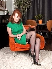 Nylon clad mature red head give masturbation instruction!