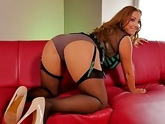 Krystal Swift F Cup Housewife