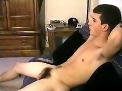 Straight 19yo gets serviced by gay guy