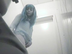 Pee hunter films unsuspecting babes tinkling