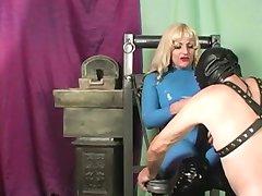 Mistress Kelly latex femdom