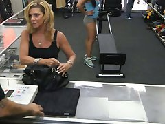Gym trainer selling her stuff and fucked at the pawnshop