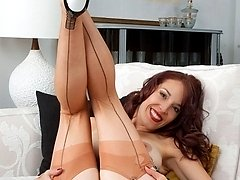 Jessica in classy vintage nylons, heels and up-market 50s open girdle!