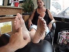 plump mature feet