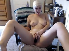 short haired blonde fucks herself until she squirts
