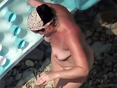 AMATEUR NUDE GIRLS IN BEACH SHOWING PUSSY NIPPLE 10