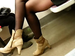 candid pantyhose in subway 432