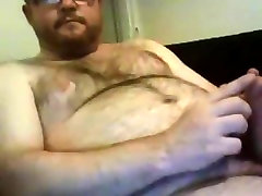 Hot bear showing and wanking