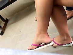 Hot girl candid feet and soft soles dangling in flip flops