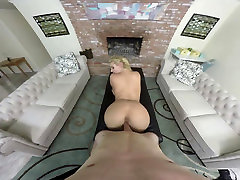 Big Butt VR -- Phoenix Marie -- NaughtyAmericaVR.com