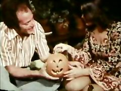 Vintage movies of hippies sucking and fucking in this threesome
