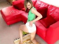 Faye X peeing her panties