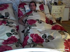 Good wife gives her man a blowjob before going to sleep