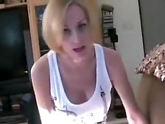 Mom gives son a nice blowjob - WWW.HORNYFAMILY.ONLINE