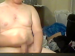 Young bear jerks off on webcam and cums