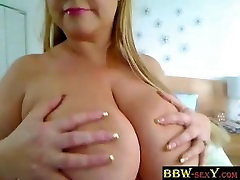 BBW Samantha plays with huge bubbles BBW-SEXYcom