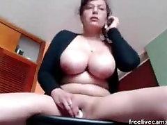 Mature milf slut rubbing pussy masturbating