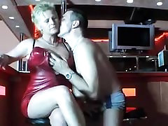 Horny german mature gets fucked in dates25co