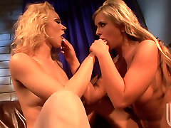 Sexy chicks Melanie Jayne and Andi Anderson start lesbie games with rimjob