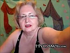 Brandaus su trumpais plaukais masturbates