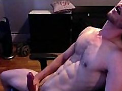 cute-muscled-guy-JO-more Gaydudecams.com