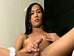 Tranny Luana Oliver teasing ass and big cock