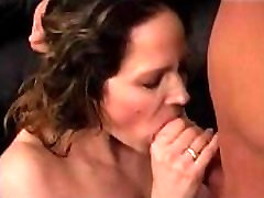GAIGOI24H.NET Dark haired slut spreads her legs and gets pussy eaten