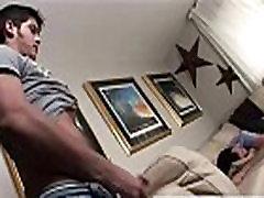 サッカー経験豊富な男前青年がエロ動画を見ながら脱いでしごいて射精しての一部始終!