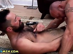 Muscle bear cumshot while riding