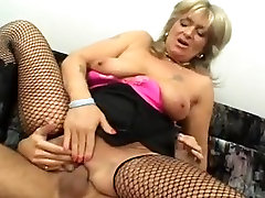 Cougar wore stockings while getting fucked