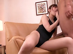 Sporty Mom Squirt Party - MilfsInJapan