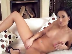 girl mature busty sextoy anal dildo fisting mom dildo