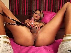 Shemale Kimberly Klauss with amazing huge butt