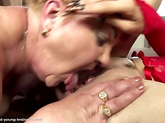 Moms and daughters at wild lesbian sex with pissing