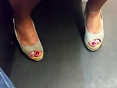 hot mature feet in heels and red toes