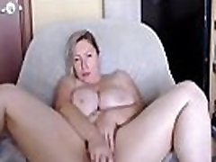 White booty with huge natural tits and phat pussy