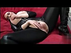 Hot mom showing her big boobs-onlinemarketingwithhuda.com