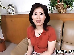 Stunning older spreads her legs and gets pussy fingered