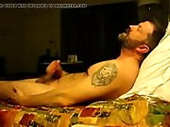 Hairy bear jacking on bed - GayCamz.xyz