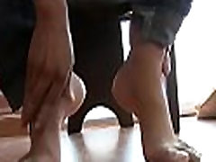 Girl gets hot toes licked