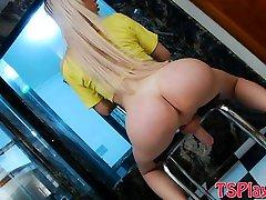 Bubble butt tranny Barbara Almeida masturbates her cock