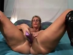 Video Amateur grannys Mature sex toys