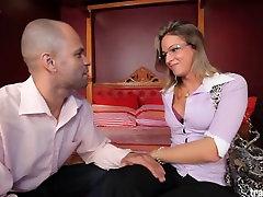 Shemale Dany De Castro takes hardcore ass pounding