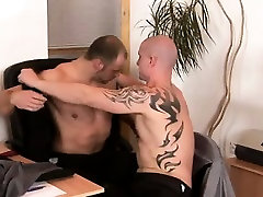 Muscly bear dick sucked