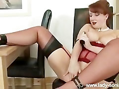 MISTRESS RED DILDOING AND FUCK A MACHINE HOT