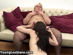 Real mature lesbian exploring the body part1