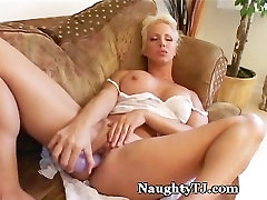 Hot Mature Craves For Orgasm